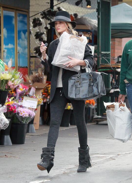 Twitter / hmnetherlands: Shoelicious! @RosieHW draagt ...