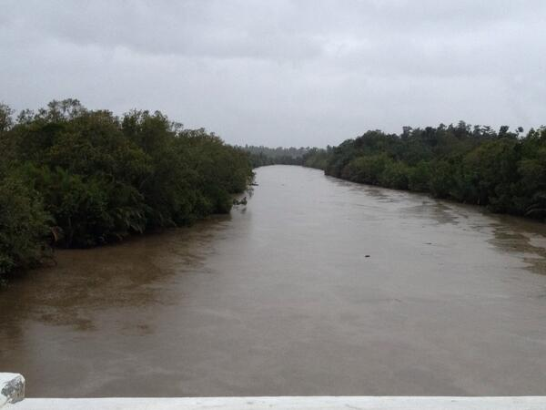 Flooded river at Trinidad, Bohol, #yolandaPH @DZMMTeleRadyo http://t.co/Ps1b3wm5CR