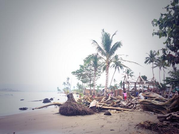 6 houses in Cateel, Davao Oriental were washed away by huge waves last night. #YolandaPH @ABSCBNNews http://t.co/BpAbALjGpX