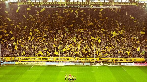 Khel Now Ar Twitter The Famous Yellow Wall Of Bvb Borussia Dortmund The Largest Standing Grandstand In Europe Http T Co Pkmpvifzm0