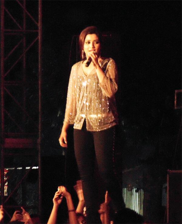 "@shreyaghoshal your ""nagada dhol"" song, #Live #Kolkata today all the listener Gone Mad. It's rocking & full of fun. http://t.co/xH2vqHbsuG"