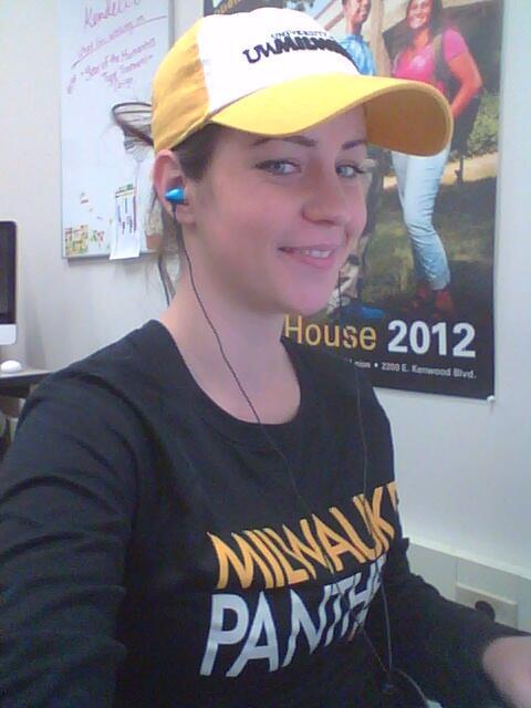 Showing my #PantherPride for Black & Gold Spirit Day at @uwm while at my internship! :) @uwmalumni http://t.co/i7K7UzW4aJ