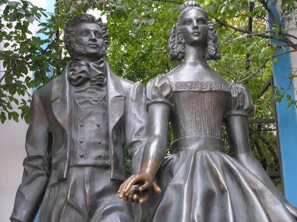 Памятники литературным героям в картинках