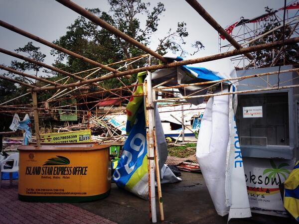 #Boracay #jettyport @ancalerts  #YolandaPH http://t.co/oZrrqSyGDu