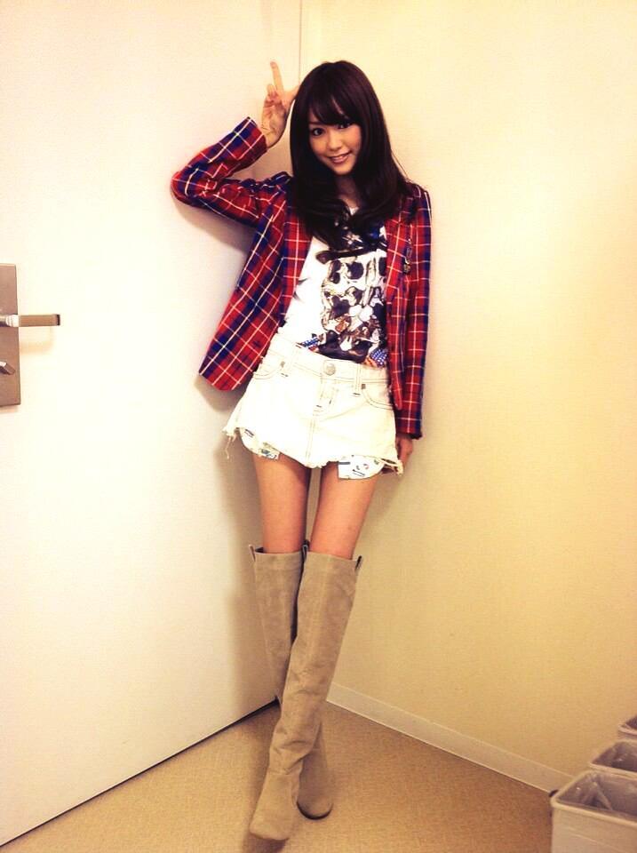 チェックのジャケットの私服の桐谷美玲