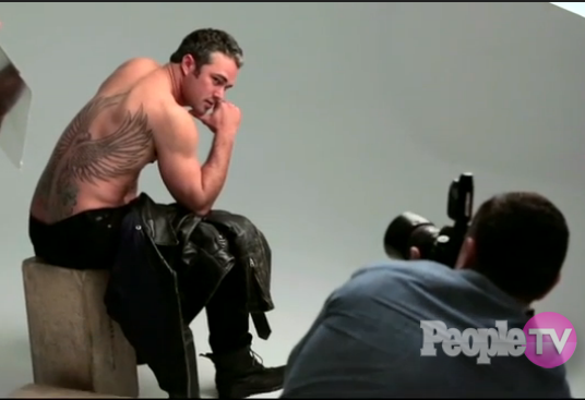 People on twitter this is a still of taylor kinney for Taylor kinney tattoos