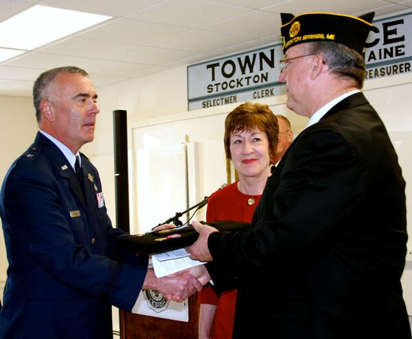 Sen Collins and Brig Gen Bolduc present Distinguished Flying Cross with Valor to nephew of WWII vet Jerry Dobbins http://t.co/spLwFjAazo