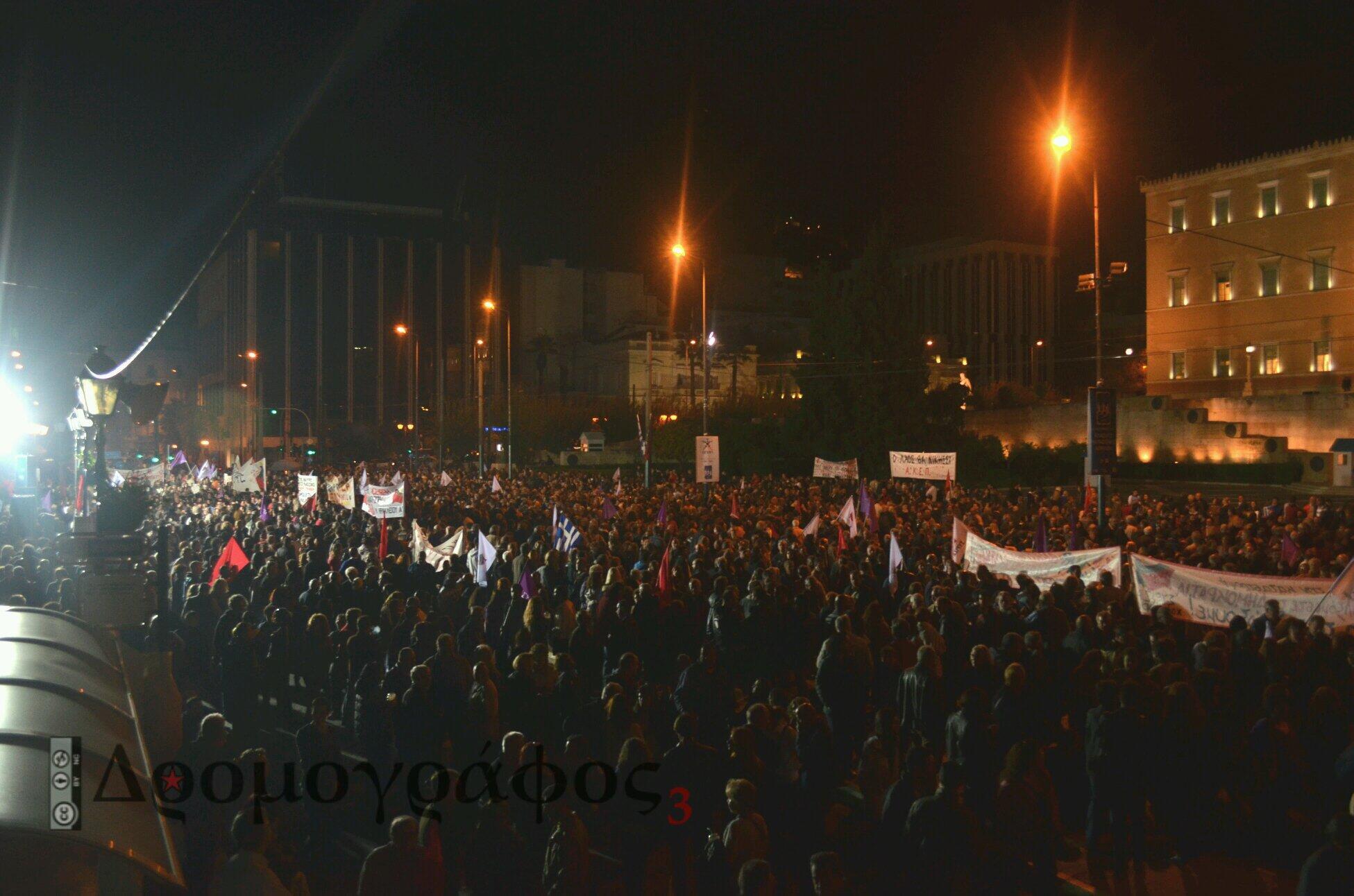 Η συγκέντρωση του ΣΥΡΙΖΑ έξω από τη Βουλή...