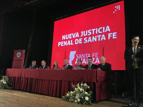 #Ahora El gobernador @AntonioBonfatti preside el acto de presentación de la nueva Justicia Penal en Santa Fe http://t.co/Gu2CJXkGVm