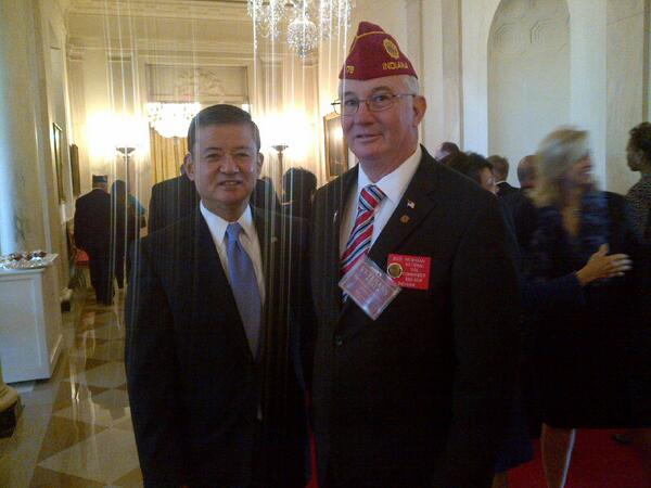 Legion Vice Cmdr. Robert Newman w/ @DeptVetAffairs Sec. Eric Shinseki at @WhiteHouse #VeteransDay breakfast today. http://t.co/SlwCpaBgBt