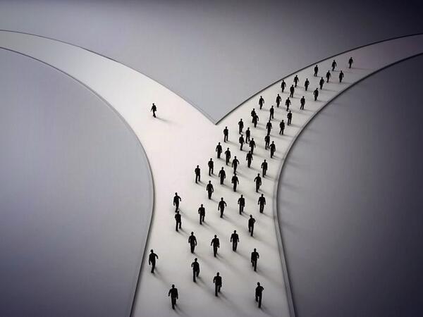 100人のうち、99人は右へ。でも自分ただ1人だけが左の道へ。この行動が吉と出るときもあれば凶とでるときも必ずある。でも自分を曲げない心、他人に流されない強い信念、その勇気わ、必ず大吉と出るに違いない。