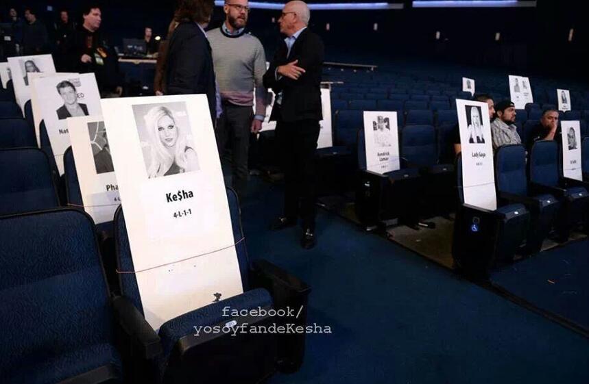 Kesha >> Galería [Candids, apariciones, paparazzi, etc.] - Página 10 BZ1qGYrCQAAxmIl