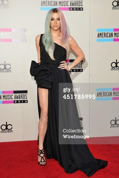 Kesha >> Galería [Candids, apariciones, paparazzi, etc.] - Página 11 BZ4E6_kCUAAgdsj