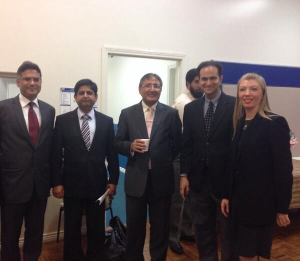@saleem_ali (2nd from right) & I talk Australia-Pakistan relations with @AzizUqaili -left & High Commissioner-middle