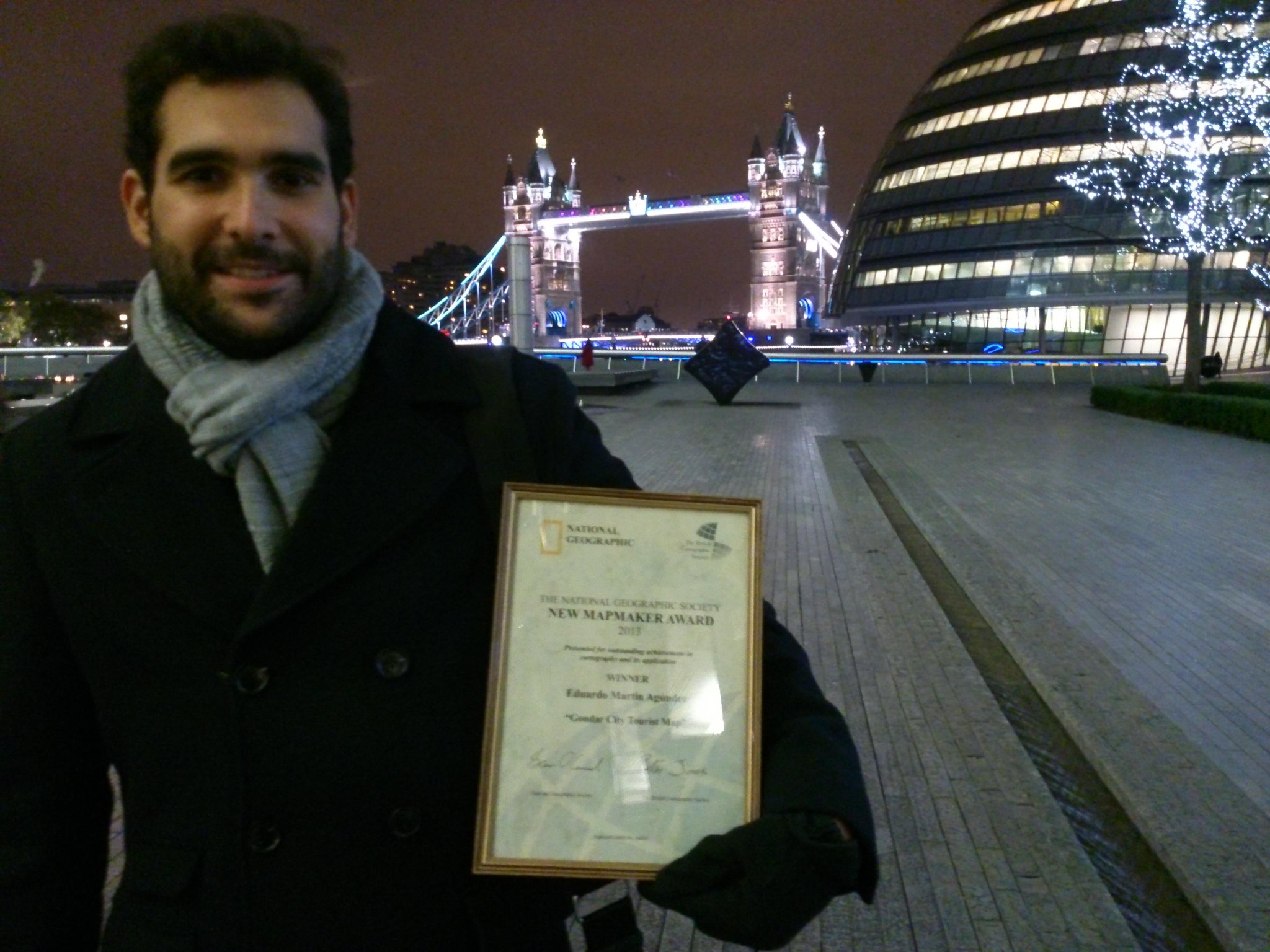 Eduardo Martin Ag�ndez with his certificate