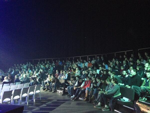 La salle se remplit pour la conférence de @remkoolhaas ! #QIT13 #sdlc2013 http://t.co/4ImsKsHYaT