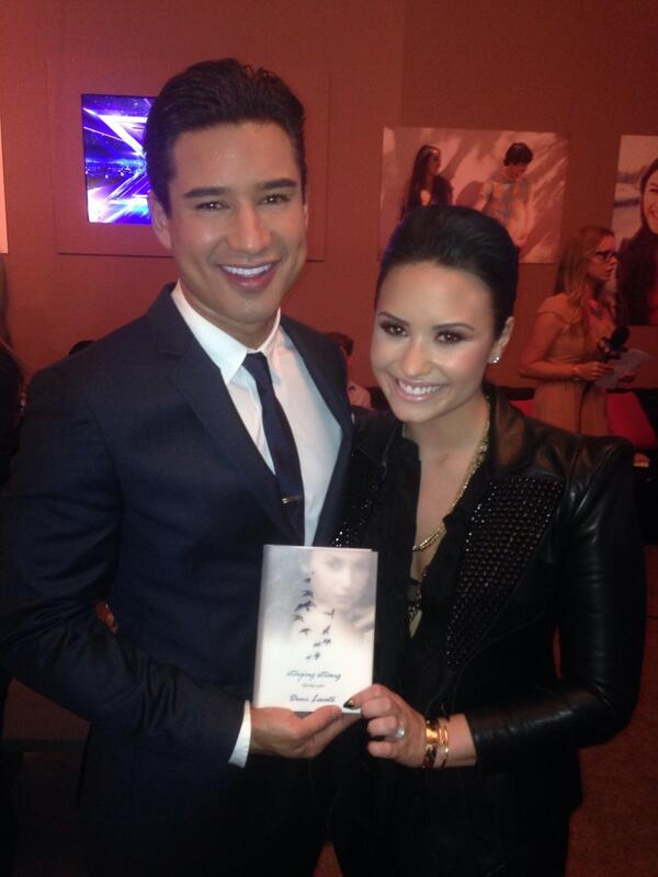 After the show hanging out w/ the sassy @ddlovato ... Can't wait to check out her new book  #StayingStrong http://t.co/O3l99kC0Yg