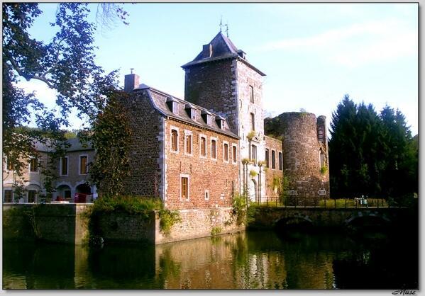 Direction la Master Class d'Yves Pigneur au Château de Neuville-en-Condroz à 14h !  #SDLC2013 #Marketing http://t.co/GzM288N2Vr
