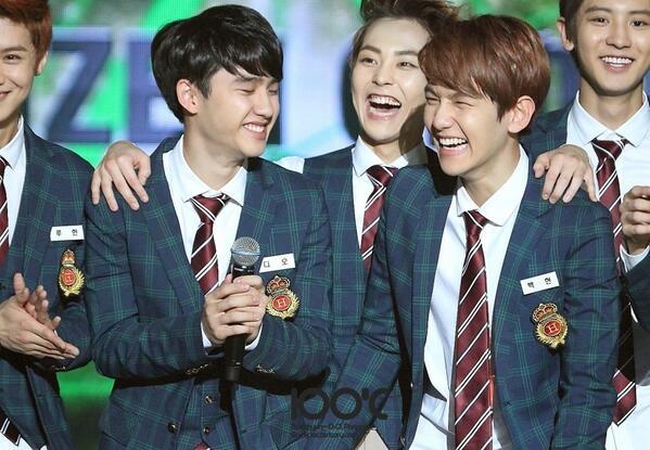Xiumin And Baekhyun XIUMIN  amp BAEKHYUN smiling