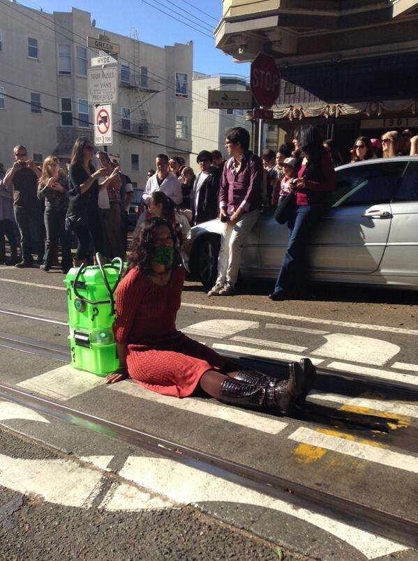 Uh oh! It looks like there's a damsel in distress! Hopefully #SFBatKid is nearby! http://t.co/LInM7xcyVb