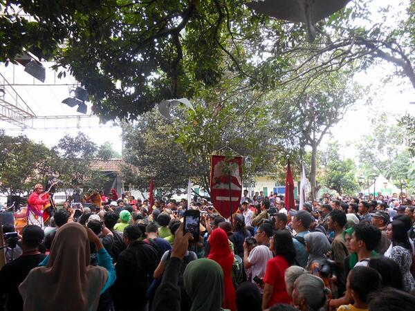 Suasana pembukaan #Ngayogjazz2013 sore tadi #AryaPenangsang dan #GagakRimang http://t.co/Dl092kKsIp