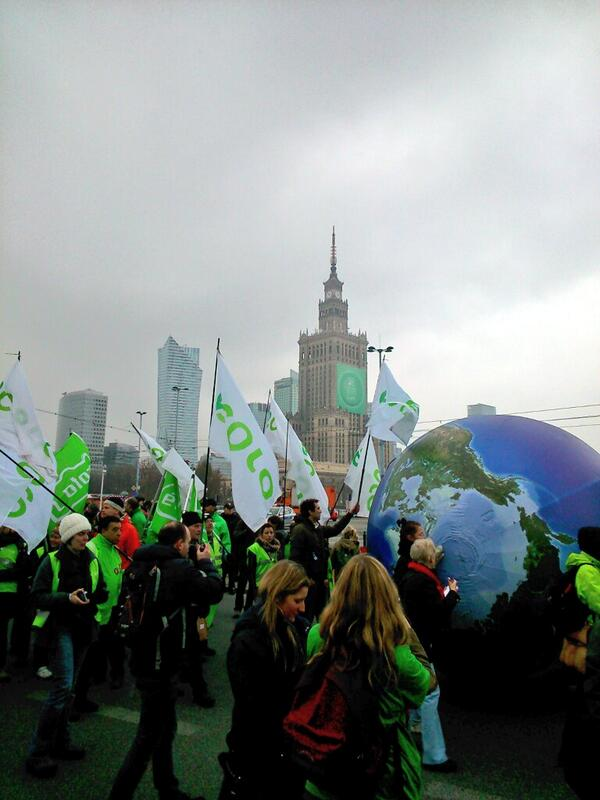 Climate march now under way through centre of Warsaw ##COP19 http://t.co/vuThAyxEiY