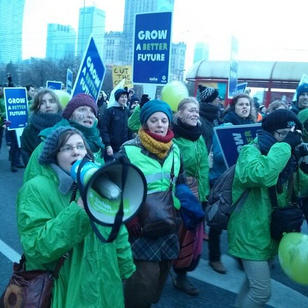 """What do we want? Climate justice! When do we want it? Now!"" #COP19 #trainCOP19 http://t.co/2mgS7HlDVx"