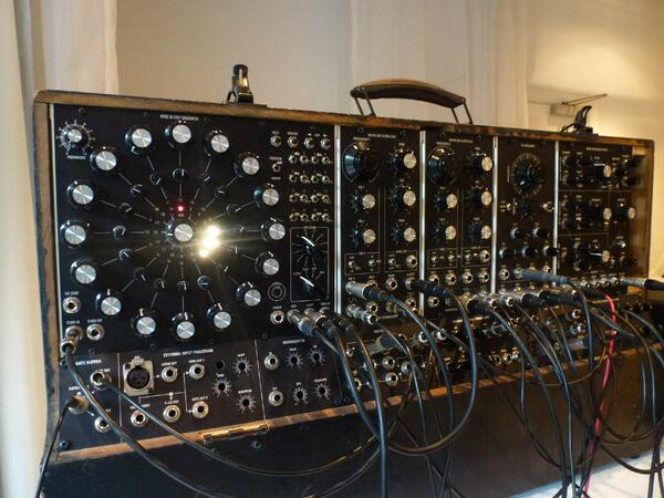 Art-synths in vintage clothing #synthesizer #DIY http://t.co/cQ4udg8Ljj