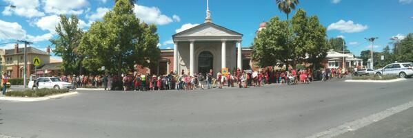 A good turn out in #castlemaine for the @getup National Day of Climate Action http://t.co/7teKql7ySA