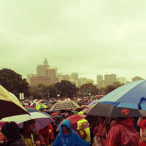 The Sydney @GetUp #climateaction crowd stretches back and back, despite the rain http://t.co/MqYJJZbw2Y