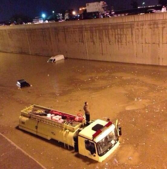 المحتجزين امطار الرياض قتلى ومصابين BZOD8CNIQAA-sA0.jpg: