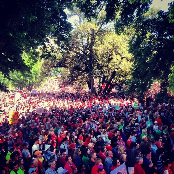 .@GetUp's photo from the rally in Melbourne is insane. You can't even see the back of the crowd. #climateaction http://t.co/ONlHAecuMG