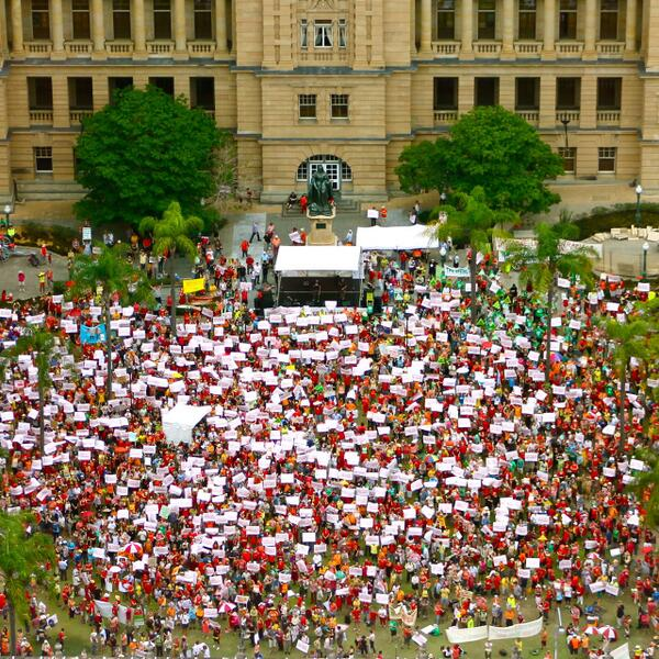 "This incredible #climateaction crowd sang along to ""From Little Things, Big Things Grow"" in Brisbane: http://t.co/Sq3oQes0Gu"