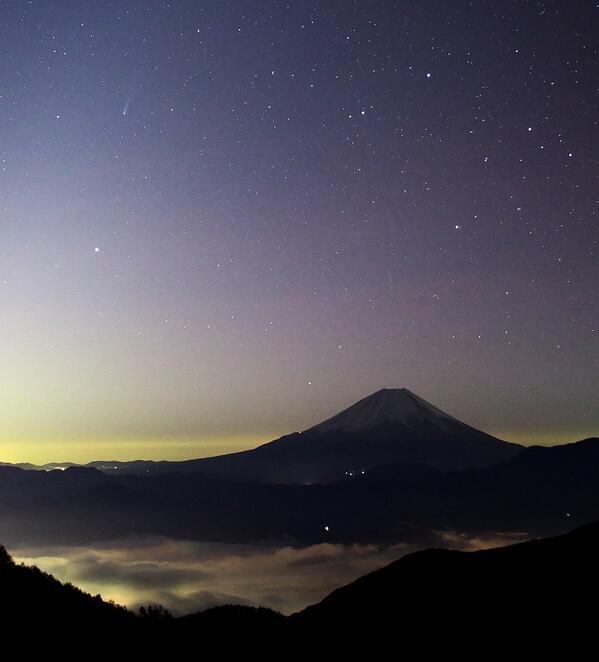 Comet ISON & Mt. Fuji photographed by Cochrane (@Sol1001) on Nov 16