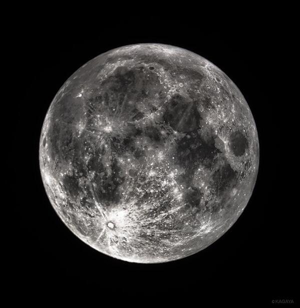 今夜は十五夜で満月です。満月の瞬間まであと2時間ほどです。