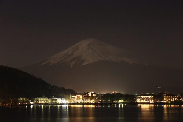 今夜は満月だったのかな?おかげで念願だった夜の富士山が撮れた! http://t.co/yqsMXuOTF9