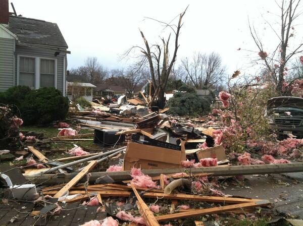Scores of tornadoes kill 6, injure at least 37 in Midwest