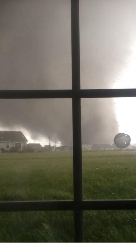 "RT @CaitlinFox29 Good god I hope they r safe RT ""@wxbrad: #Peoria #Tornado credit to Anthony Khoury. http://t.co/tNTKPfyHeO"""
