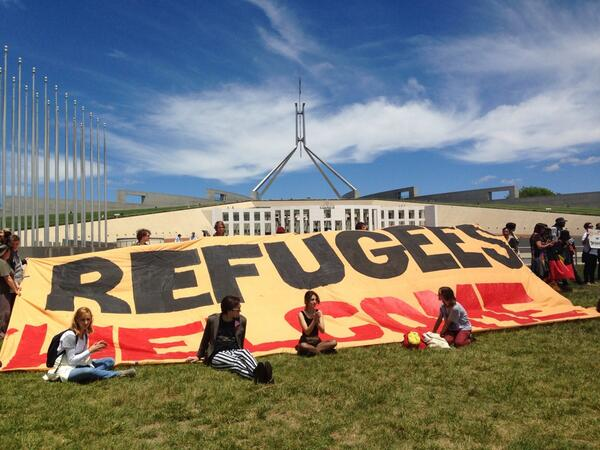 Protest outside Parliament House against the Government's reintroduction of temporary protection visas #refugees http://t.co/AuNG27OB95