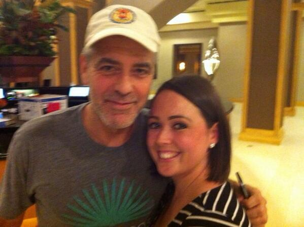Photos: George Clooney arriving at  Orlando Airport  BZUla45IMAAftYx