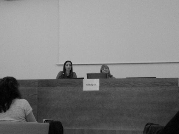 Concluye la ponencia de Leopoldina Fortunati #ciberpebi http://t.co/kMXrFeVu38