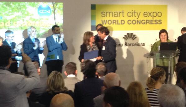 El Ayto. de #Paterna recibe el galardón Ciudad Sostenible por la Gestión del Agua otorgado en #SmartCityExpo http://t.co/BFpCeYrj5d