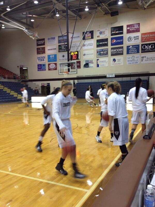 Thumbnail for Bonnies defeat Niagara, remain unbeaten at Reilly Center