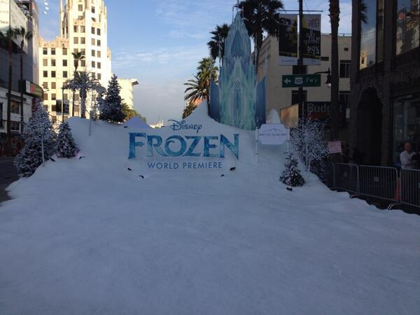 Snow in Hollywood for the Frozen premiere! http://t.co/7EjBQzsnBa