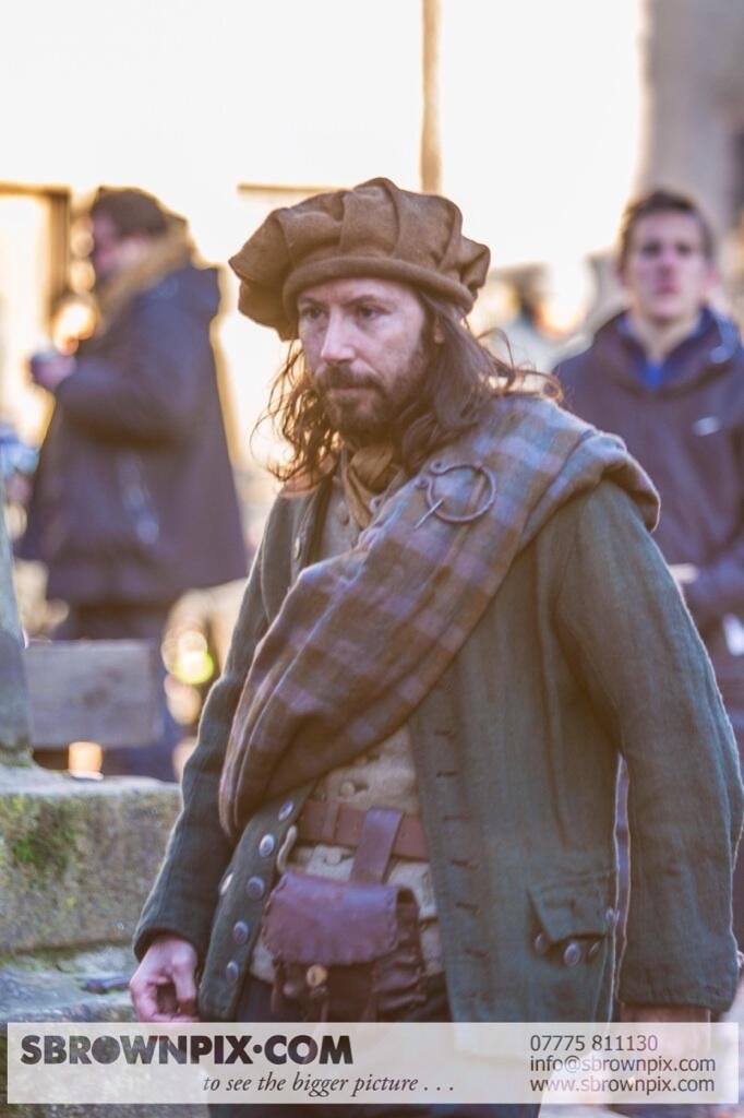 La série TV Outlander: une adaptation en cours (news, tournage, etc...) - Page 2 BZePpWaIYAA76yX