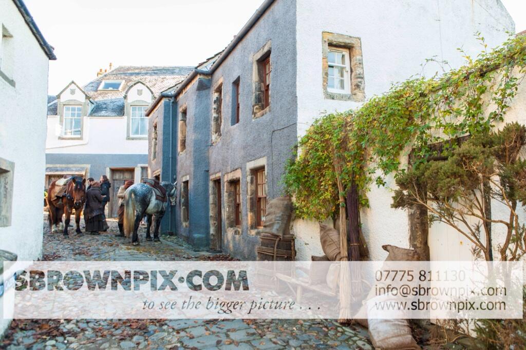 La série TV Outlander: une adaptation en cours (news, tournage, etc...) - Page 2 BZeZbfnIQAAQb8f
