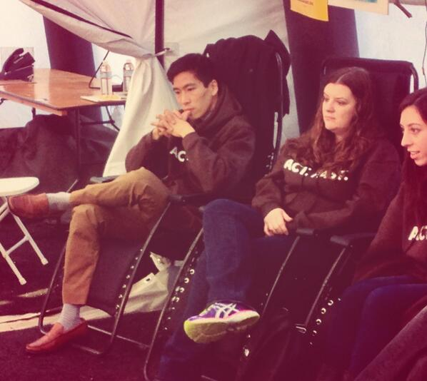 Today we've got 2 new @SEIU solidarity fasters in the tent! Welcome Alex Jue & Sara Brown! #Fast4Families #TimeIsNow http://t.co/tbywssnLB6