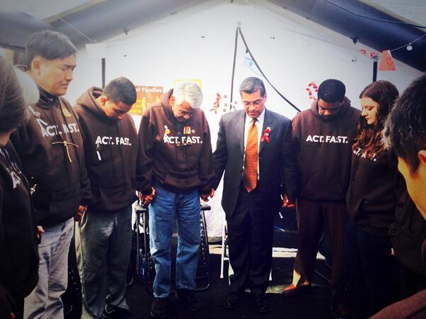 I'm standing in solidarity with all those fasting in support of a just cause: #ImmigrationReform. #Fast4Families http://t.co/Hmmmfyhdon