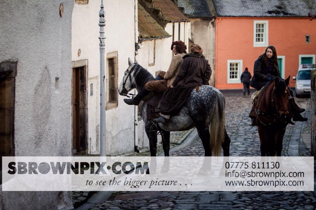 La série TV Outlander: une adaptation en cours (news, tournage, etc...) - Page 2 BZjdZQQCAAA2q64