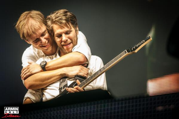 Brothers in arms. @arminvanbuuren #arminonlyintense #ArminOnly #ziggodome http://t.co/dyLjER6yt8